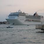 Kreuzfahrtschiffe laufen aus